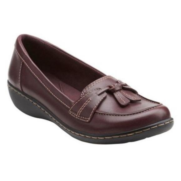 CLARKS Burgundy Ashland Tassel Loafers Size 9